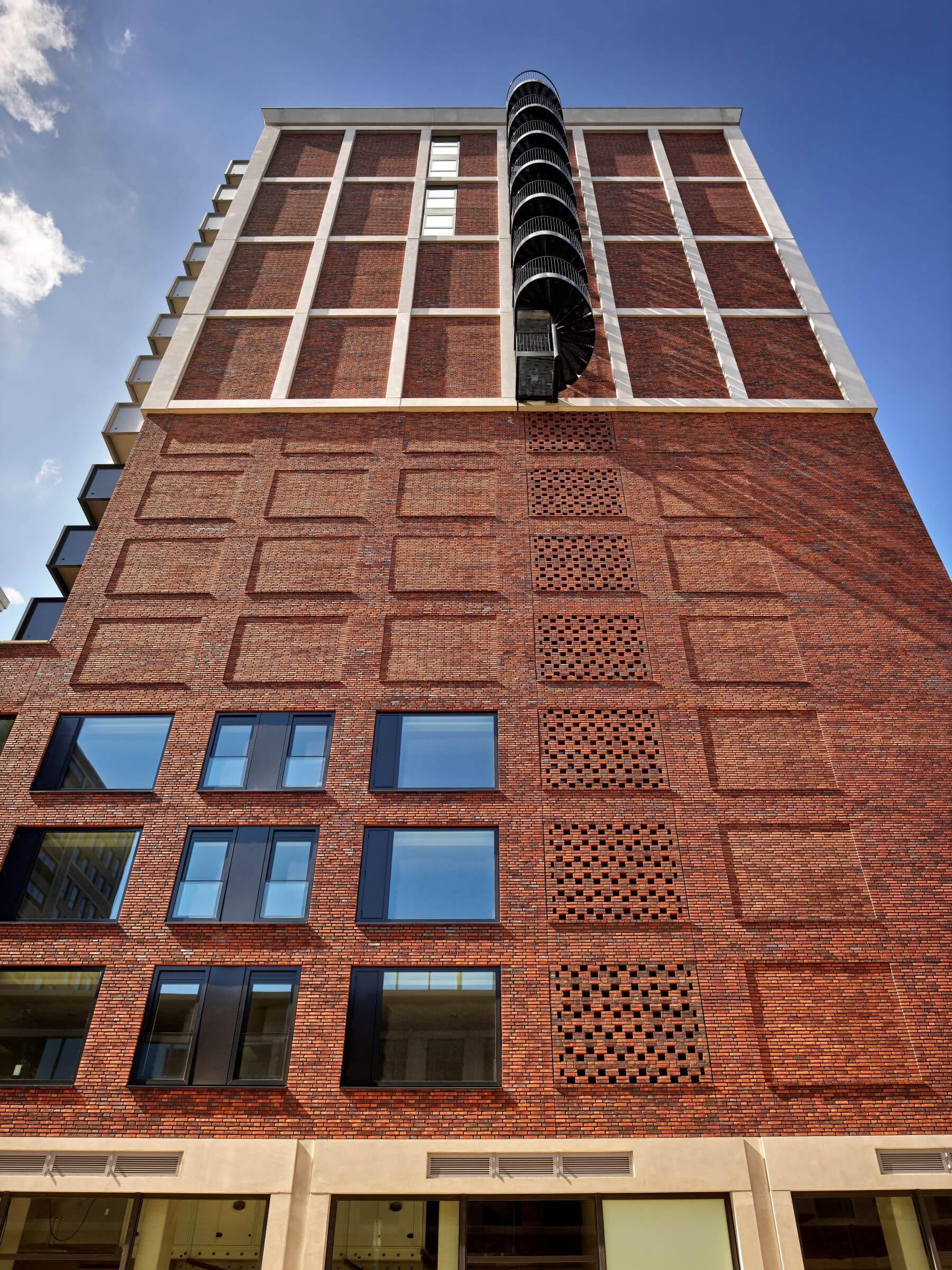 The FIZZ Cobana Rotterdam zijgevel
