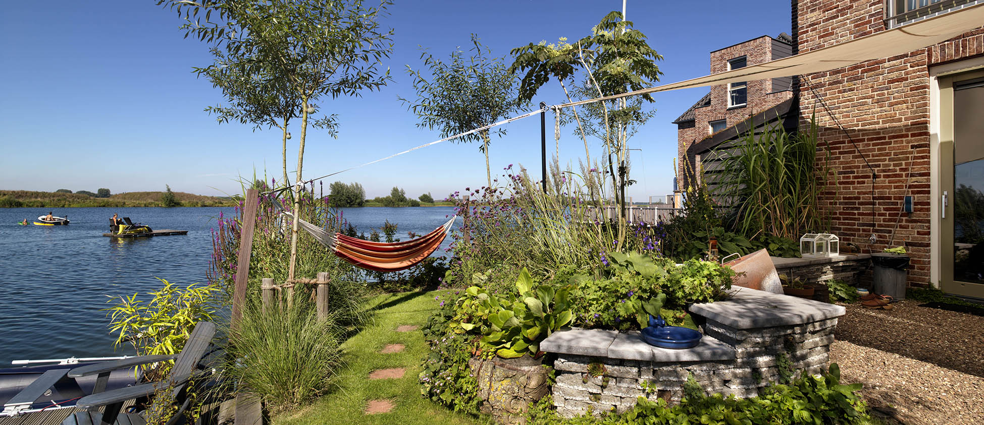 De Vlondertuinen Rosmalen tuin aan het water