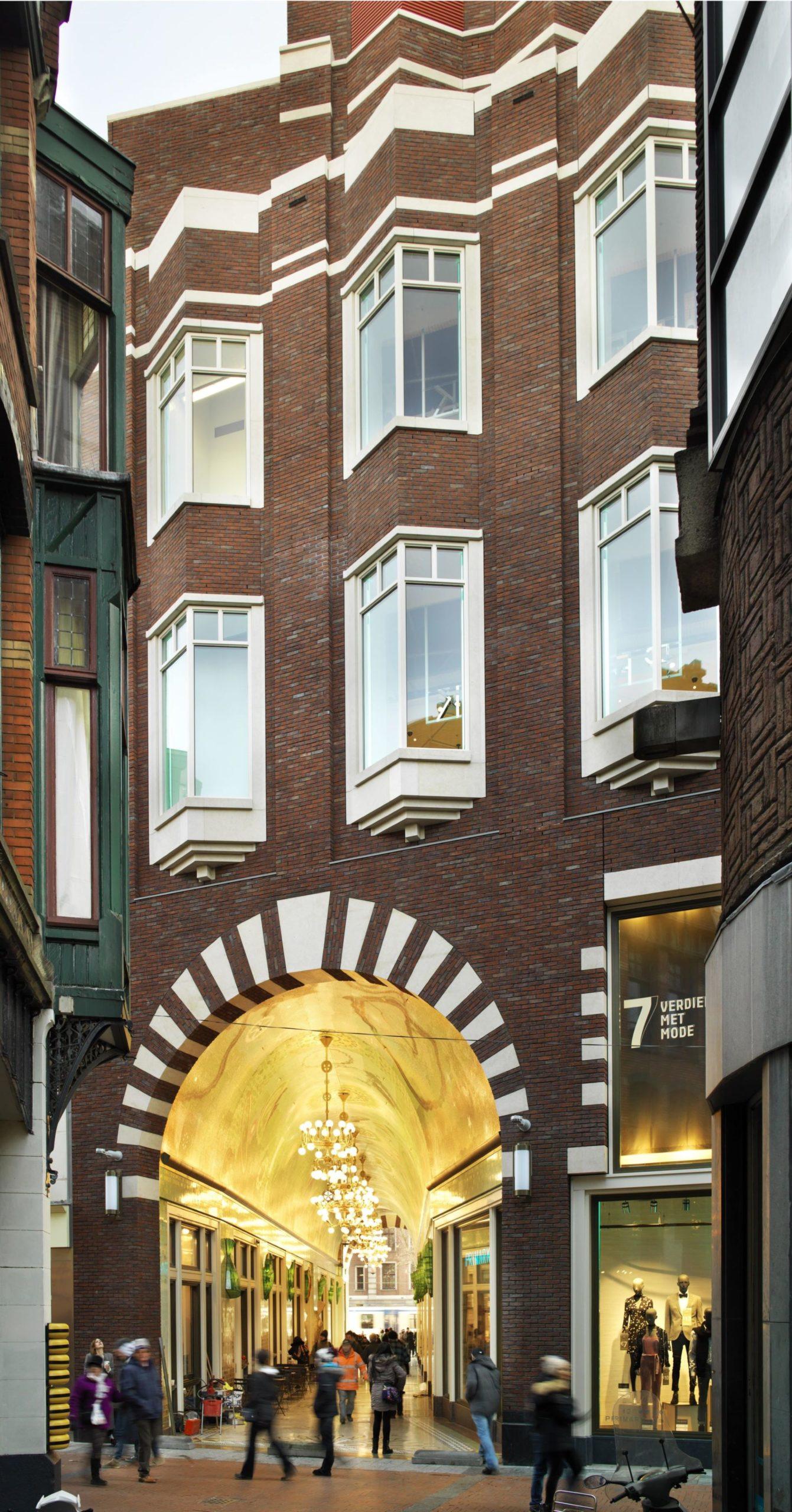Beurspassage, Damrak, Nieuwendijk Amsterdam gevel